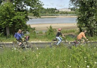 Cyclistes en bord de Loire