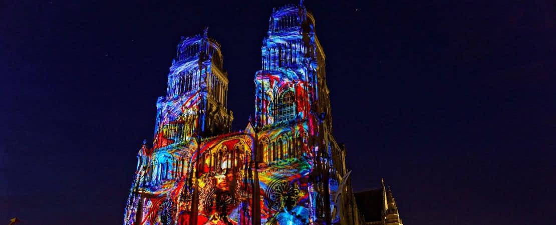 La cathédrale d'Orléans illuminée de nuit