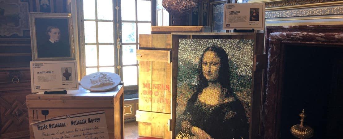 Peintures célèbres posés sur des caisses